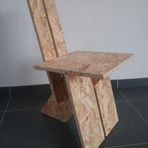 3-poot stoel gemaakt van 18mm OSB-plaat