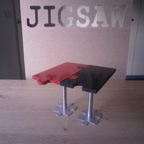 Tafel in puzzelvorm met stalen onderstel