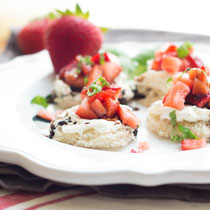 strawberry basil crostini with balsamic reduction
