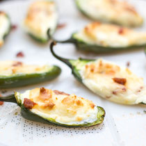 Healthy bacon cream cheese stuffed jalapeno poppers