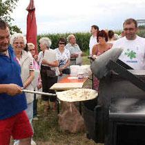 Bulldog-Club Malsch serviert selbstgemachten FDlammkuchen