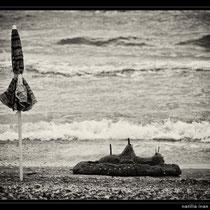 mare,bianconero,fine art,scogli,spiaggia,,gabbiani,reti da pesca,tramonto