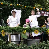 Waschtag bei Annemarie Buck und Sonja Söhl mit Tochter Katharina