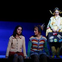 © Jörg Landsberg Nadine Lehner (Gretel), Barbara Buffy (Hänsel)