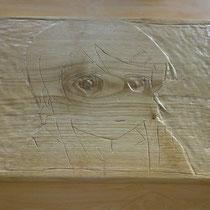 Portrait de fille aux grands yeux sculpté sur bois (09/2013)