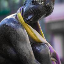 Faunbrunnen (Junge Frau auf dem Hocker), Heinrich Apel, Bronze, 1986