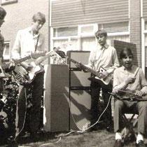DIFFERENT - Arnhem  Geert Scheygrond gitaar,  Jan Klop bas, zang  Ton Klop gitaar  Hans Driever drums