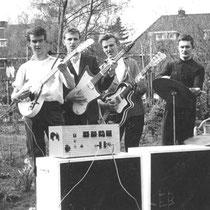 THE ERRAND BOYS - Naarden  Piet Westerink sologitaar, zang  Ben Blaas slaggitaar, zang  Henk de Groot zang  Otto Vuyst drums