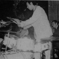 Studio 15 in Düsseldorf 1961 The Tielman Brothers zijn dè top-act in het Duitse clubcircuit, met een gage van twintigduizend gulden voor een engagement van een maand. Het respect van collega-muzikanten, zoals The Beatles, is enorm.