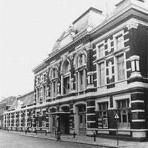 """Nadat door de grote toeloop in """"De Schuur"""" deze te klein bleek  was Showburg Concordia in Breda de tweede plek waar ze optraden"""