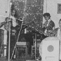 THE ROCKING HURRICANES Huberti van Ernst (sologitaar) Harry de Graaf (gitaar) Robin Ruben (gitaar)  Nico Boyd (gitaar) George de Wilde (basgitaar/zang)  Martin Schoonbeek (drums)