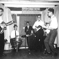 THE SKYBOLTS - Deventer  Hans Schalk - sologitaar, Hans Kamphuis- gitaar, Hans Wesselkamp gitaar, Ed Krebbers gitaar