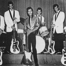 Waar veel bands slechts één gitarist hadden begonnen The Tielman Brothers met twee gitaristen (slag en solo). Een paar jaar later werden dat er zelfs vier. Sommige gitaren waren lager gestemd zodat ze ergens tussen een gitaar en bas zweefden. Dit concept,