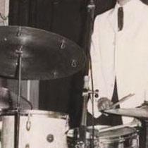 Een beginnend bandje uit Engeland Tony Sheridon & The Beat Brothers (The Beatles) nemen geregeld een kijkje bij een show van The Tielman Brothers. George Harrison omschreef Andy in het blad Rolling Stone als: 'Andy, The Indo Man', toen hij hem Java Guitar