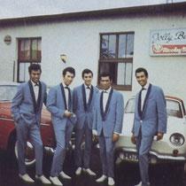 Na hun circusperiode gingen ze in Duitsland aan de slag in de vele clubs, hier in de Jolly bar in Hanauen sloot Franky Luyten zich bij de broers aan