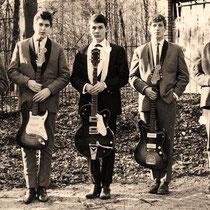 THE BLACK ALBINOS - Den Haag  Leo Kappe: drums. Udo de Jong: zang. Dick Hoppe: basgitaar. Leo Bennink: sologitaar. Jan de Jongh: slaggitaar