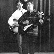 De eigenaar van een platenwinkel liet een opname van Memories aan een vertegenwoordiger van CNR horen. Hieruit volgde in 1960 een platencontract bij CNR