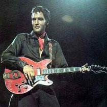 Elvis Presley en zijn gitarist Scotty Moore speelden ook op een Hagström