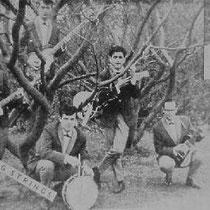 THE TREMBLING STRINGS  Groningen   Henk Ruiter - drums Frits Boswijk - bas/zang  Henk Frey - slaggitaar  Erik Müller - sologitaar  Frans Banga - slaggitaar  Jacqueline Buiter - zang