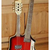 """Er zijn er slechts twee van gemaakt, voor Cees Dingen en John Lamers, waarvan er nu nog één over is en die is het bezit van het """"museum terug in de tijd"""" in Horn (lb.)  Hij heeft een 6 string en een mandoline hals."""