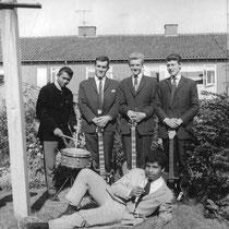 DAVE DAIMY AND THE STEPS - Apeldoorn  Carel Kdise (sologitaar)  Hans Melsbach (gitaar) Pieter Scheltens † (bas)  John Zoeten (drums)  Dave Daimy (Demianus Imlabla) (zang)