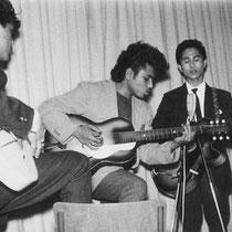 "THE ROLLING THUNDERS - Balk Samad ""Sammy' Umarella (sologitaar, zang) Darwin Rengur (gitaar) Karim Oppier (gitaar) Talib Turkie (basgitaar) Hassim Lesteluhu (drums)"