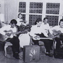 Daarna kregen ze aanbiedingen van de NIWIN (Nationale Inspanning Welzijnsverzorging Indonesië) en samen met Nederlandse artiesten als De Wama's, de Ramblers en de Skymasters trokken ze langs de grote steden van Indonesië.
