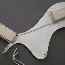Wat eenvoudig met wat beugeltjes op een acoustische gitaar kan worden gemonteerd.