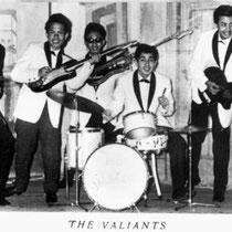 THE VALIANTS - Den Haag  Roel 'Oelie' Ros (sologitaar) Hans Consten (gitaar)  Bert Grijseels alias Teddy Grey (zang, gitaar) Wouter Surie (basgitaar)  Ben van Bergen (drums)