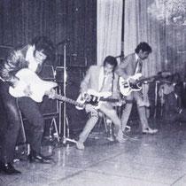 The Tielman Brothers beheersten de trukendoos volledig. Zo voegde leider Andy Tielman vier snaren toe aan zijn Jazzmaster om een stereo-effect op zijn gitaar te creëren, door het geluid telkens naar een eigen versterker te sturen.