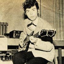 René Nodelijk thuis met Höfner gitaar en Dynacord echo (sep. 1961)
