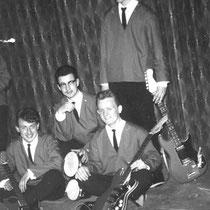 THE ECHO'S - Rotterdam  Basgitaar: Cees Komeis. Drums: ?? Sologitaar: Toon van Hoensel. Slaggitaar: Harry van Beem.