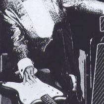 Een gitaar min of meer als een viool laten klinken (met een vinger tijdens het spelen de volume / klank knop bedienen) en ook het vibreren waren typische kenmerken van Indo-Rock door hem uitgevonden.