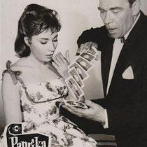 Ook Peter Frankenfeld (hier met Violetta Ferrari ) speelde een rol in de film.