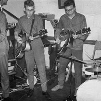 GUY AND HIS ROCKETS - Rotterdam  Bezetting 1960: Nico Tuk - drums. Sietse Boonstra - Gitaar. Rest onbekend.