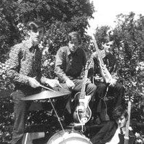 THE STATUES - Montvoort  v.l.n.r. Drums: Bennie Boere. Gitaar/Zang: Piet Rutges. Gitaar: Arie Hellemons. Basgitaar: Laurens Konings (uit Oudewater).
