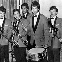 THE JIVAROS Victor Macaré (sologitaar) Willy Reisner (gitaar) George Drachman (basgitaar) Roy Nolten (drums) Rudy Gebhardt (zang)
