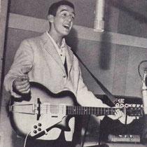 In december 1959 wordt Kom Van Dat Dak Af opgenomen voor platenmaatschappij Bovema. De combinatie van Amerikaanse rock & roll met een Nederlandstalige tekst is voor die tijd ongekend.