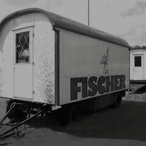 Een van de cirsuswagens van circus Fisher
