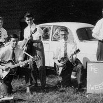 THE SWEEPERS - Roosendaal  Frans Konings (gitaar, zang) Sjef Schuerman (gitaar)  René Stam (gitaar) Peter Posthumus (gitaar)  Toine Kools (bas)