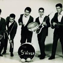 THE SILVER KINGS - Beverwijk  Karel v.d. Bergh(drums), George Moens (gitaar), Roy Vogel (gitaar) Armand Kneefel (basgitaar).