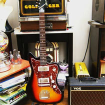 KLIRA KENTUCKY Met een Jazzmaster slagplaat en pick-up covers
