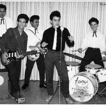 TONY AND HIS MAGIC RHYTHMS Tony van Ede van der Pals (sologitaar) Emile Schwarz (slaggitaar) Ben van Ede van der Pals (slaggitaar) René van Ede van der Pals (slaggitaar) Ferdinand 'Ferry' George (bas) Tony Moniz (drums)