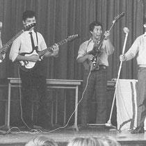 Stanley Koymans - gitaar/zang Goan Thé - sologitaar Tat Koymans - basgitaar Kees Brakenhoff - drums   Overige muzikanten: Bram Simons – drums Kees Man in't Veld   Deze band had vele personele wisselingen en heeft niet zo lang bestaan