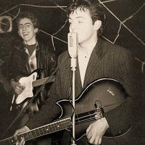 Paul McCartney met zijn tot basgitaar omgebouwde Solid 7