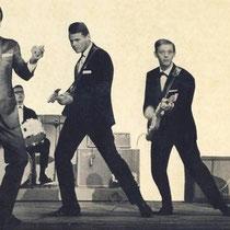 De Jumping Jewels waren een van de eersten in Nederland, die op Fender gitaren gingen spelen.