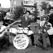 THE REAL RHYTHM TEENS Otto Cramer(gitaar) Leo Bennink(gitaar) Hennie Buma (gitaar) Danny Hartman (basgitaar) Eddy Pattiselano(drums) Billy de Koning (zang)