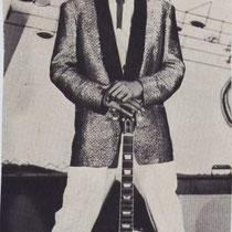 Andy leerde in die periode in Brussel  Jeanine M. kennen Toen op een nacht al hun gitaren en versterkers tijdens een brand op de Expo verloren gingen liet haar rijke vader Roger M. peperdure Gibson gitaren en versterkers uit Amerika overkomen