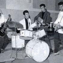 The Tielman Brothers in de Imperial / Bovema studio in Heemstede in 1959   Cor Aaftink destijds labelmanager (Imperial) van Bovema had de moed om de voor Nederlandse begrippen ruige rock-'n-roll groep een platencontract aan te bieden.