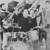 THE BLACK SHADOWS - Groningen  Eddie Koa - sologitaar Bob Leatema - basgitaar John Sopamena - slaggitaar Pierre van Room - drums Danny Malawauw - zang